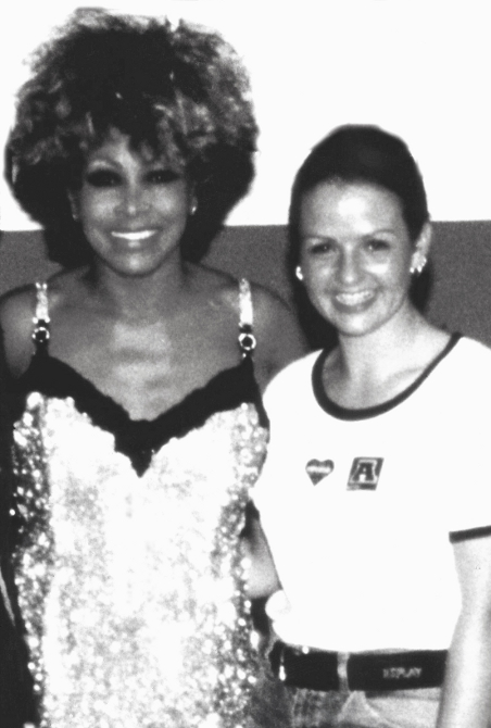 Tina Turner & Sandie Wollasch backstage 1996
