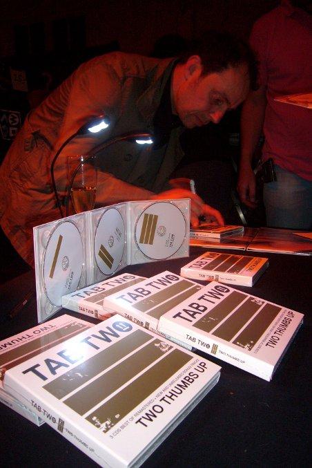 TAB TWO in Rottweil, Jazzfest 2012. Joo Kraus beim Signieren.